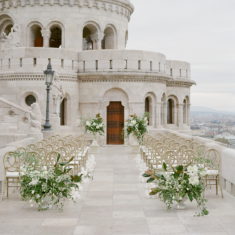 A Green&White Fall Wedding in Budapest